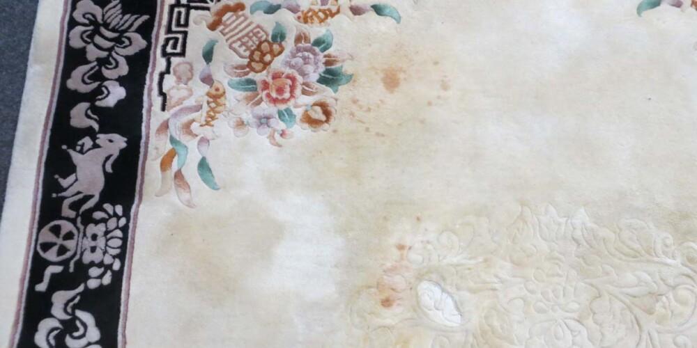 China mit Rotweinflecken